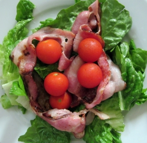 no more bread, so I had salad with bacon and tomatoes