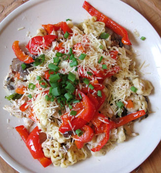 chicken pasta leftovers with freshly baked red capsicum