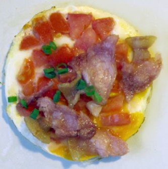 The last bits of bacon in egg and tomato for breakfast