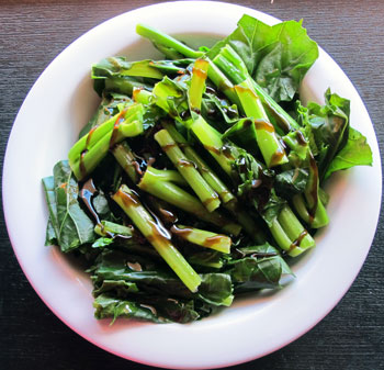 Steamed kailan (Chinese kale) with sesame oil and oyster sauce
