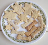 Doggy biscuits from homemade peanut butter!