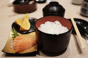Mini salmon sashimi and rice bowl