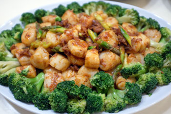 Spicy scallops & broccoli.