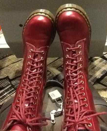2012 red boots