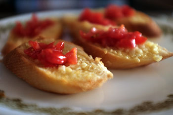 Tomatoes on garlic bread