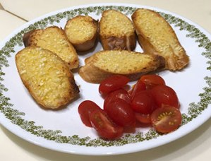 Garlic toast & tomatoes.